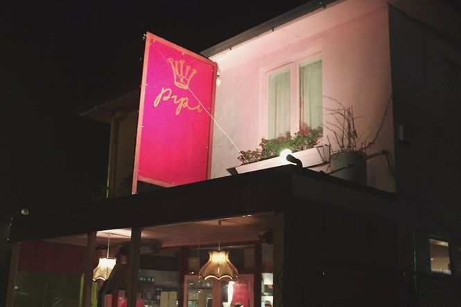 The building exterior of Pipi Cafe.