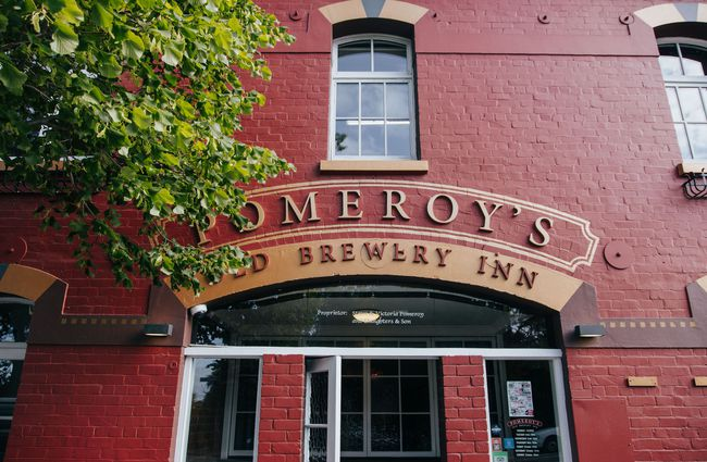 The entrance to Pomeroy's.