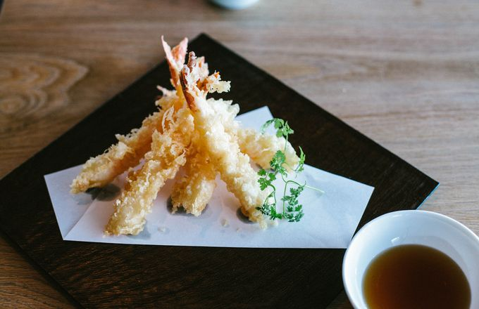 Close up of a plate of tempura.